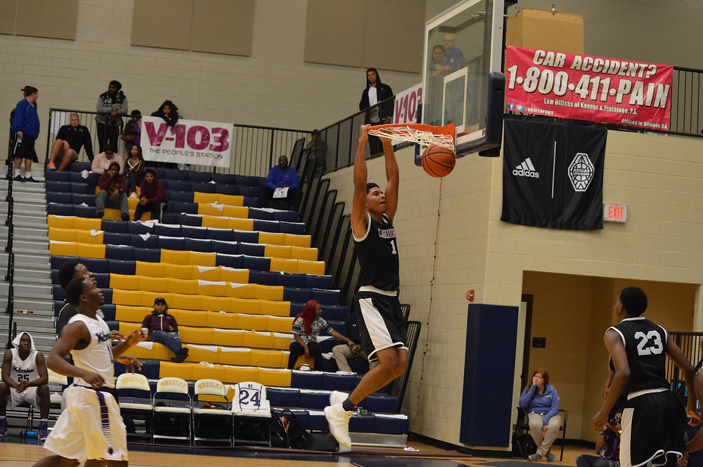 Sacred Heart's Dianta Wood slams home 2 of his 11 points