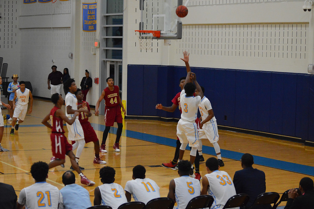 Mays' #3 Wright launches 3 of his 11 points