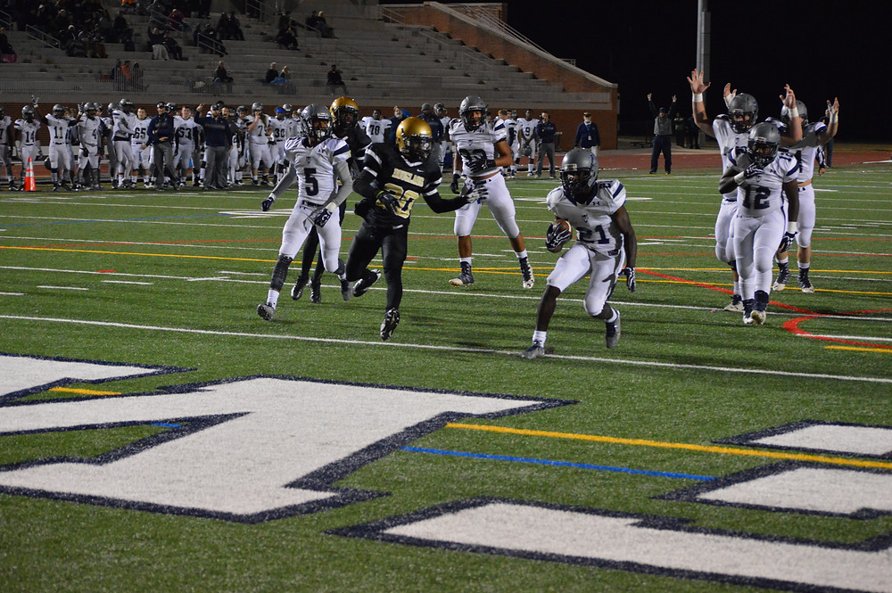 #21 Jasquiz Rucker takes up the middle for the score