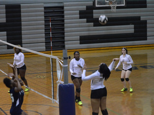 Down 2 Sets to 1, Riverdale Battles Back to Defeat Drew