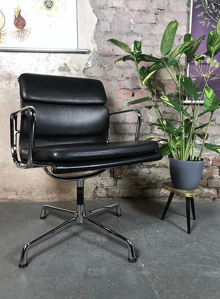 42020_Eames_Soft_Pad_Chair_EA_208_Vitra.JPG