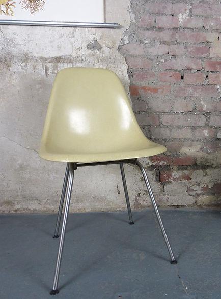 38705_DSX_Side_Chair_von_Charles_Ray_Eam