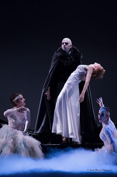 Dracula (Wildhorn), Leipzig 2016 (mit Lisa Habermann, Nedime Ince, Nathalie Parsa)