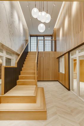 hardwood-stairs-with-metal-balustrades2.