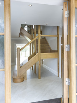 Multiturn-solid-oak-stairs-with-glass-ba