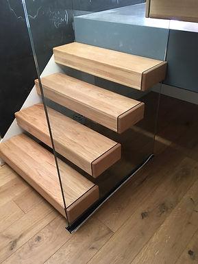 oak-treads-glass-balustrade.jpg