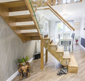oak-stairs-with-glass-balustrade7.jpg