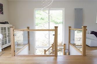 Multiturn-luxury-feature-staircase-oak-g