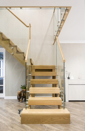 oak-stairs-with-glass-balustrade2.jpg
