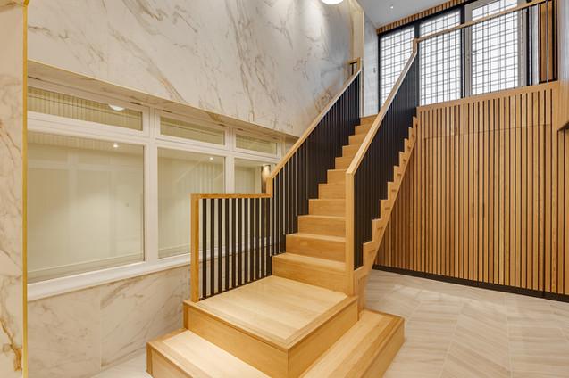 hardwood-stairs-with-metal-balustrades3.