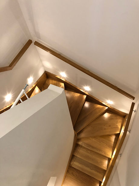 Multiturn-bespoke-solid-oak-staircase-3.