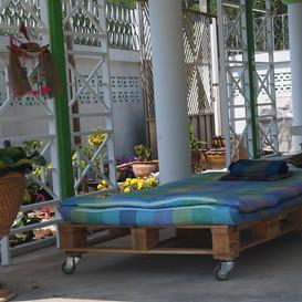 Hypnok Center living area