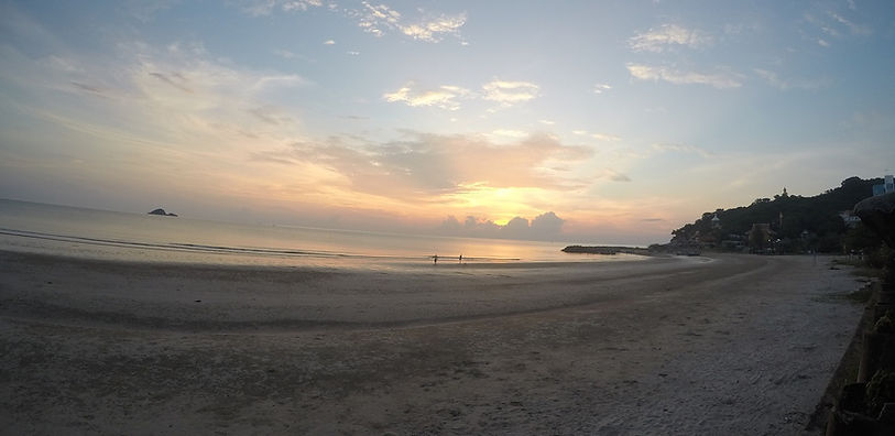 Khao Tao beach at sunrise