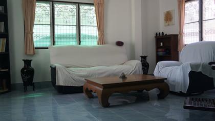 Living room (1) - Copy.JPG