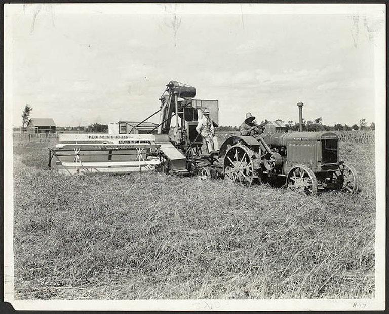 tracteur-et-vieille-moissonneuse-batteus