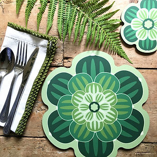 succulent-placemat-in-bright-green-table