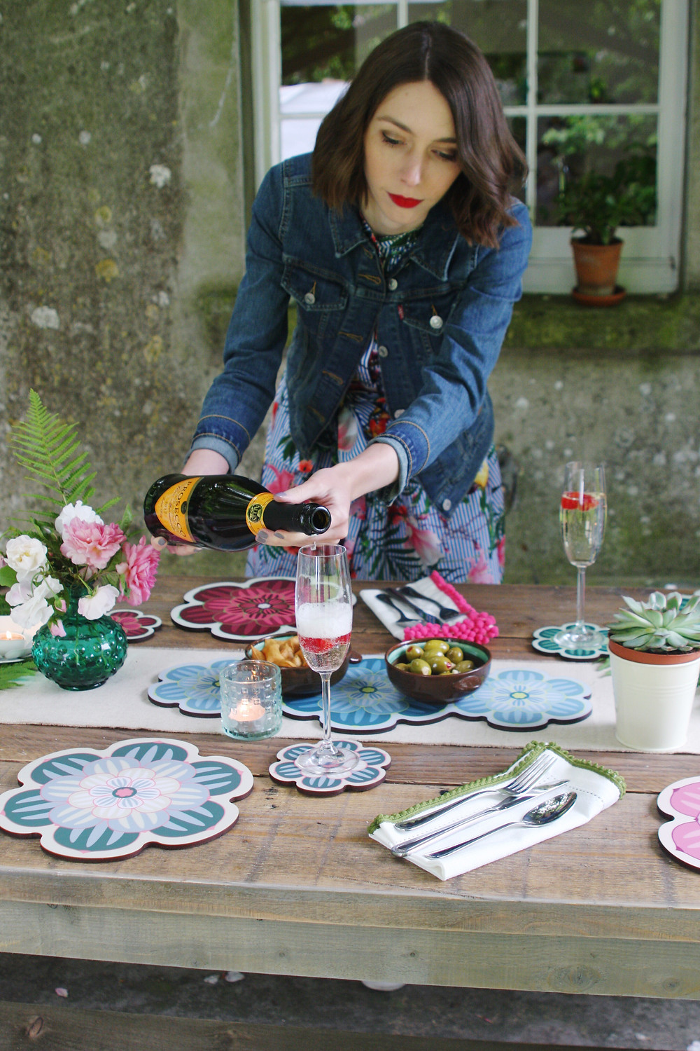 A pretty alfresco table setting with placemats, coasters and centrepiece placemats by Perfect Setting