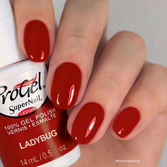 Katty Perry, chanteuse, voque, vernis semi-permanent Ladybug by progel, laugier