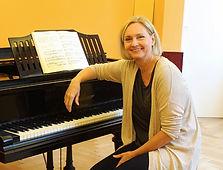 Eva am Klavier (798x800).jpg