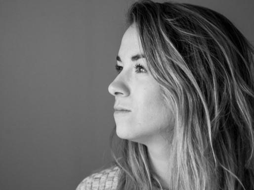 L'auteure-compositrice-interprète Mylène Vallée lance son mini-album Namasté.