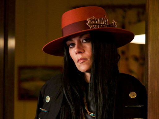 Reney Ray propose l'extrait « À l'ouest du réel » accompagné d'un vidéoclip avec Debbie Lynch-White