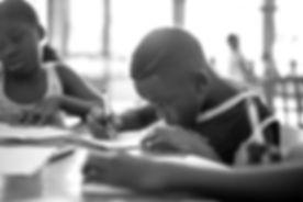 Los niños de Guinea Ecuatorial se levantan cada día bajo una realidad que no es nada fácil_edited.jp