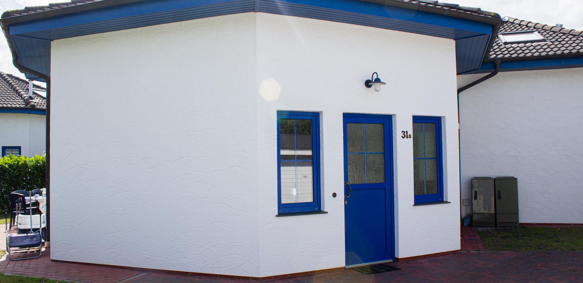 Haus vorne & Eingang Garten