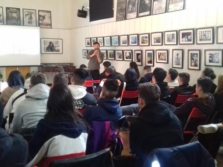 """Foto-proiezione commentata """"Human Rights"""" con gli studenti del Liceo De Nicola di Sesto San Giovanni"""