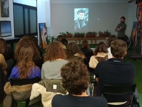 """Foto-proiezione commentata """"I Bolscevichi al potere"""" con gli studenti del Liceo Setti-Carraro Milano"""
