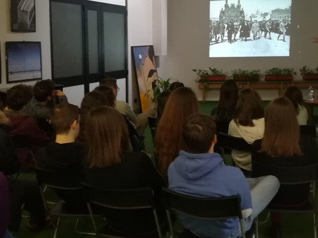 """Foto-proiezione commentata """"I Bolscevichi al potere"""" con gli studenti del Liceo G. Gandini di Lodi"""