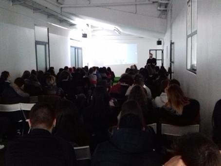 Foto-proiezione commentata de #laGuerraTotale a tre classi dell'ISS Nicolò Machiavelli di Pioltello