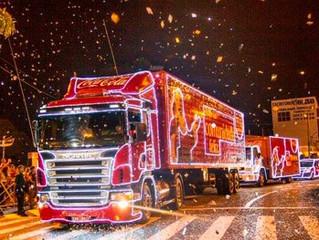 Caravana de Natal da Coca-Cola percorre estacionamento do Iguatemi Esplanada