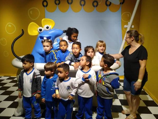 """Escola de Alumínio faz formatura de alunos inspirada no """"Castelo Rá-Tim-Bum"""""""
