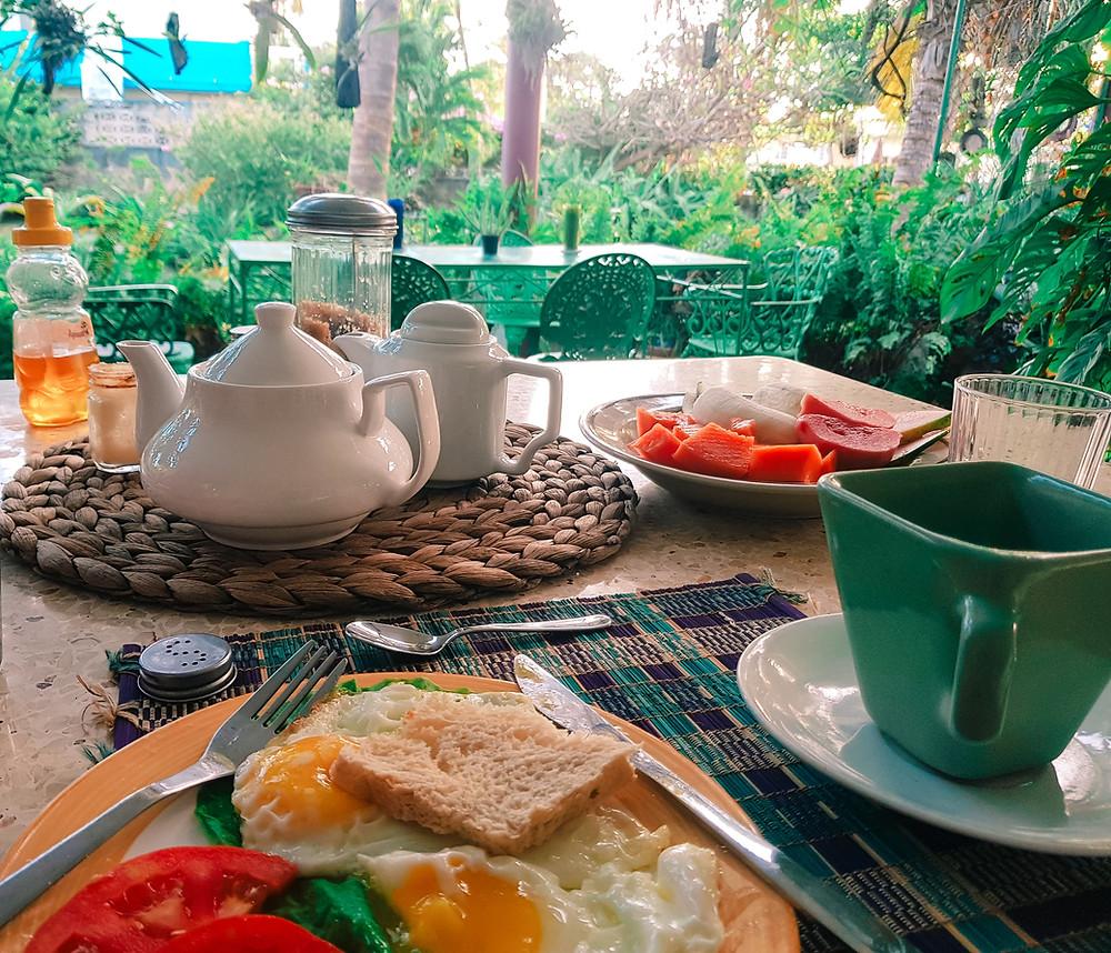 Café da manhã no jardim de casa em Varadero