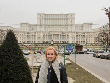 Bucareste: Conheça a incrível história do Palácio do Parlamento Romeno (Romênia 03)