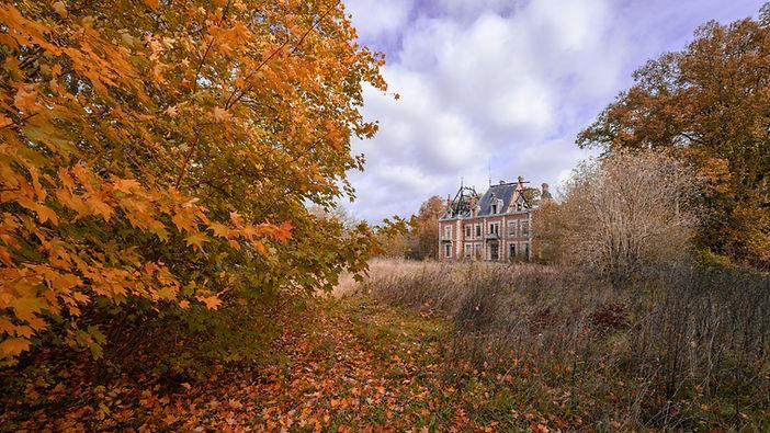 chateau manoir villa abandon urbex mystère maison hantée légende peur film histoire architecture nostalgie mémoire oubli tekprod urbex emmanuel tecles