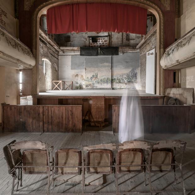 theatre ghost 2 petit.jpg