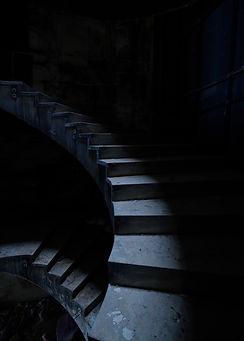 architecture d'escaliers en ruines et à l'abandon