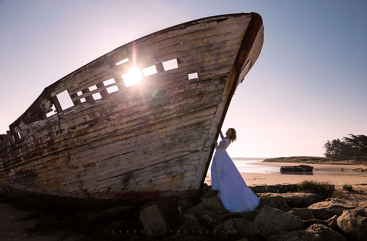 bateau abandon épave urbex art bretagne robe modèle shooting dream magie onirisme tekprod emmanuel tecles