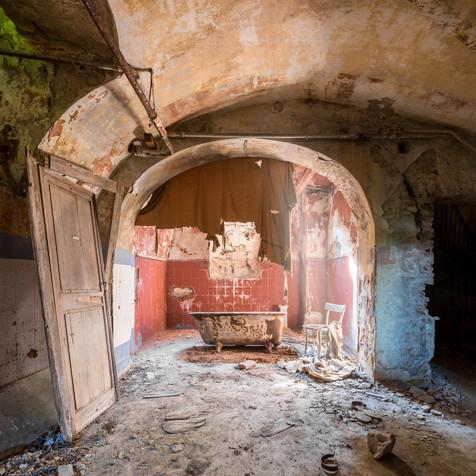DRACULA BATHROOM