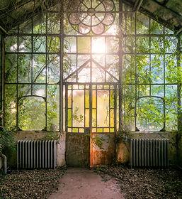 Verrière de jardin d'hiver dans des thermes abandonnées