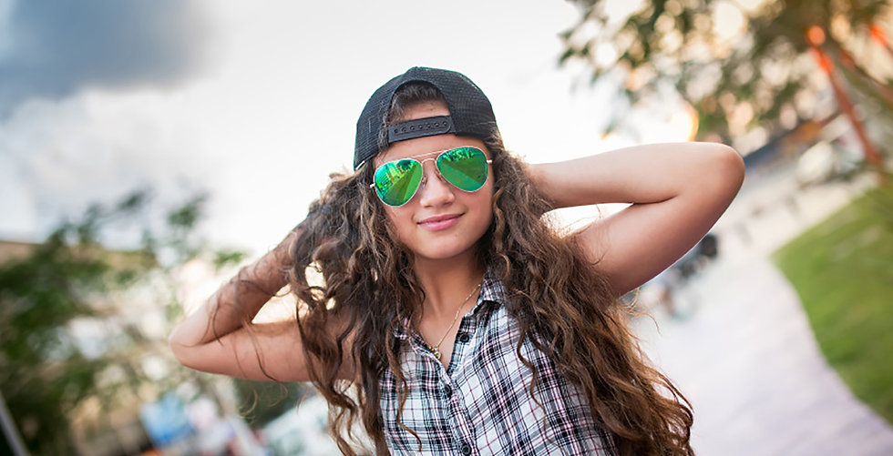 teen-sunglasses_000091348643_small.jpg