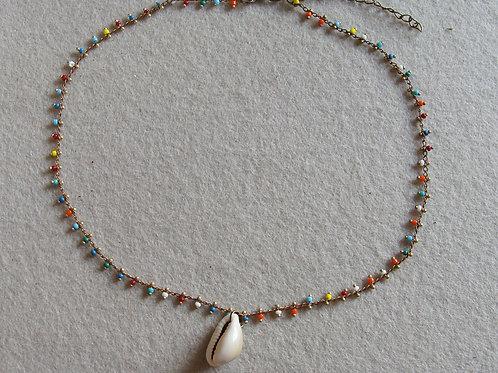 Collier chaîne perlée avec cauri