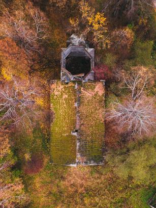 Заброшенная деревянная церковь