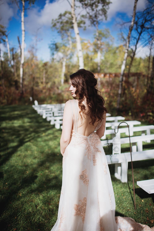 Loose, wavy bridal hair inspiration.