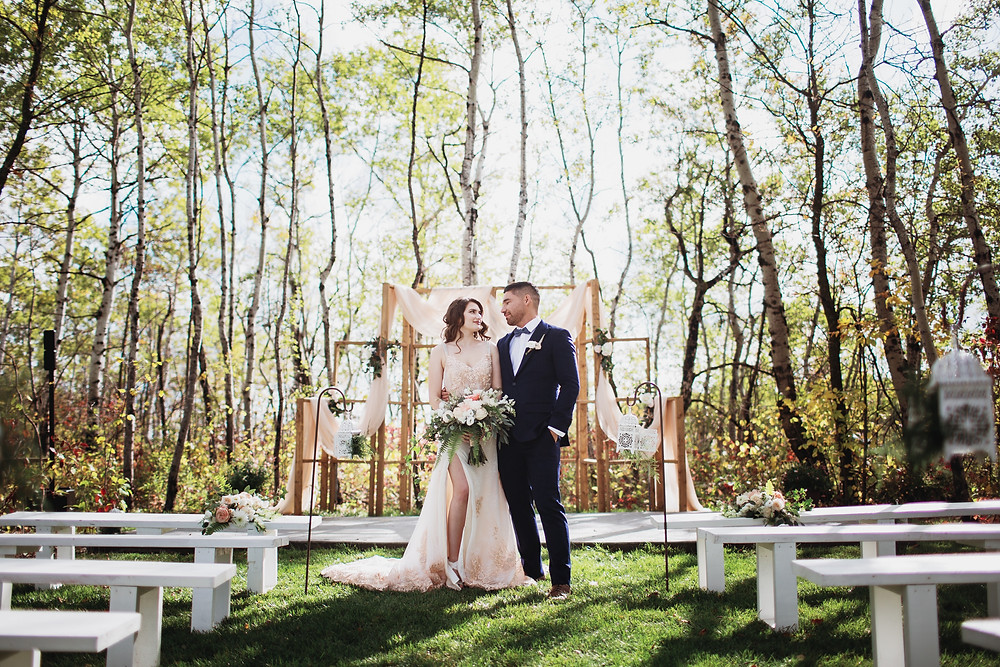 Outdoor, secret garden wedding ceremony at Kinloch Grove, Matlock, Manitoba