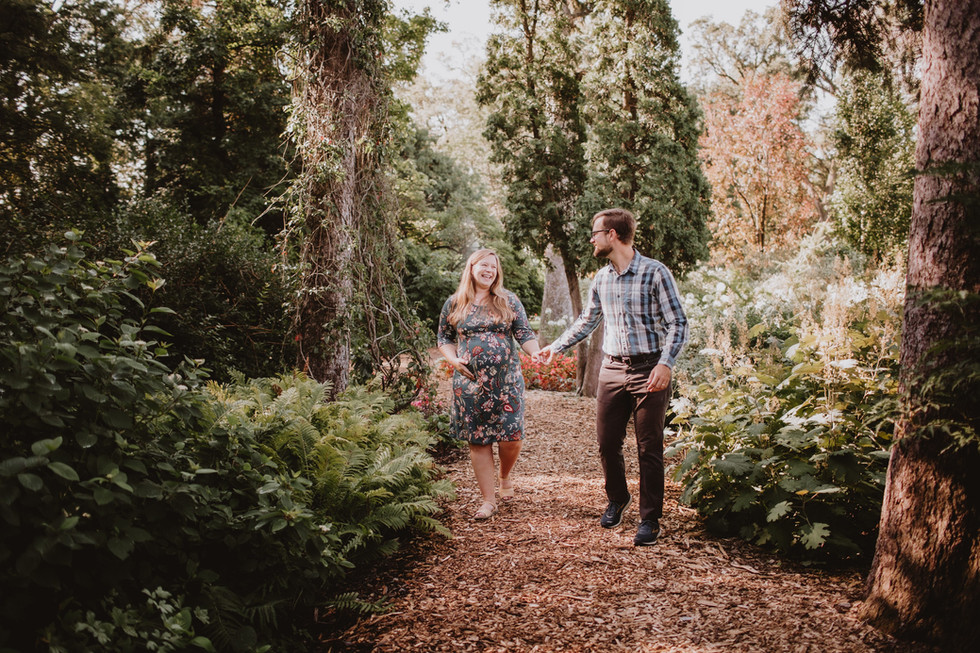 English Garden Maternity Photo Session