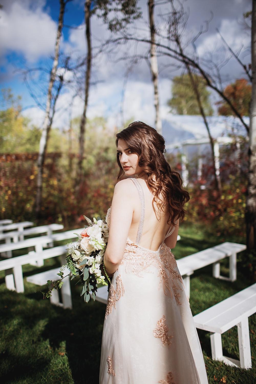 Loose and wavy bridal hair.