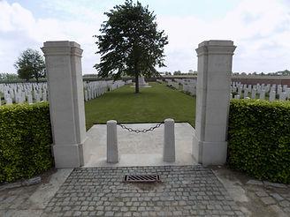 The-Huts-Cemetery_2015.JPG