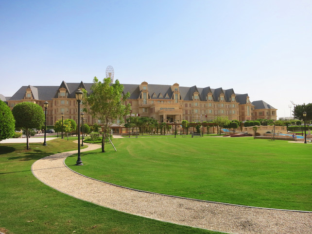 Grand Heritage hotel design front lawn